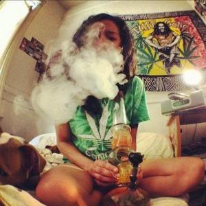 bongo-dymi-marihuana-palenie